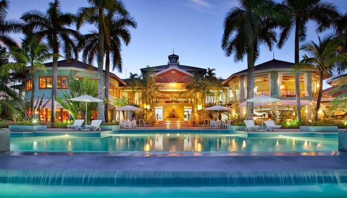 Luxury resort evening 1080